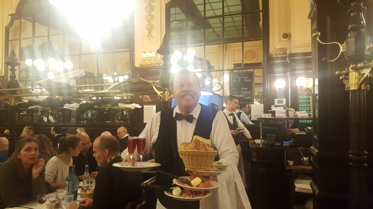 la boullion chartier paris waiter